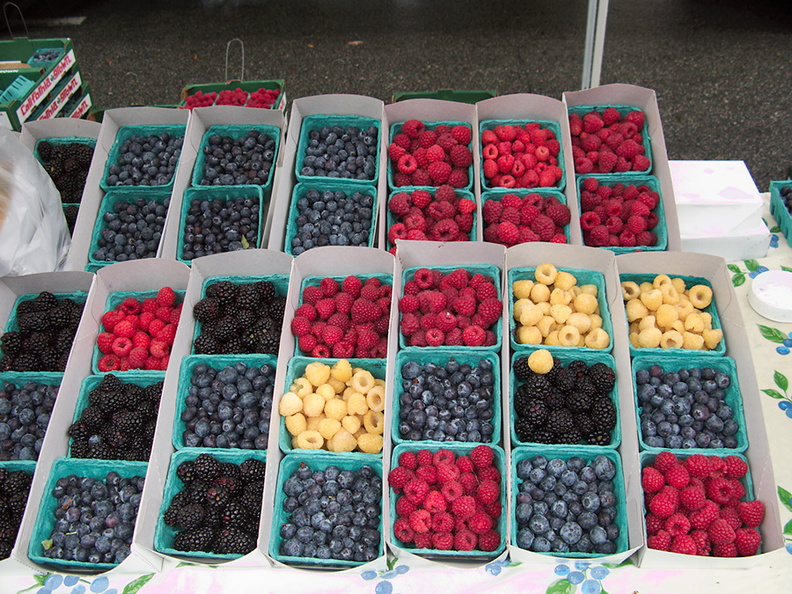 raspberries-many-colors-Santa-Monica-farmers-market-2010-12-29-IMG 6835