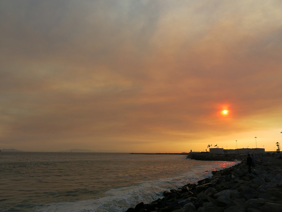 2013-05-03-Day2-Springs-Fire-smoke-and-ash-at-Port-Hueneme-beach-IMG 0689