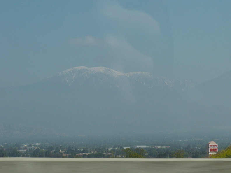view-snow-on-San-Gabriel-Mountains-from-I-10-2010-04-24-IMG 4516