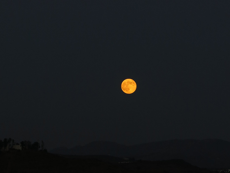 full-moon-rising-Moorpark-2014-08-10-IMG_4150.jpg